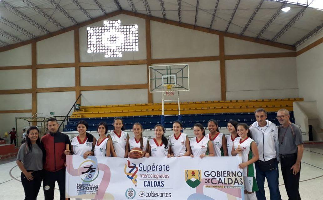 El equipo prejuvenil femenino de baloncesto de la Escuela Normal Superior Claudina Munera de #Aguadas,