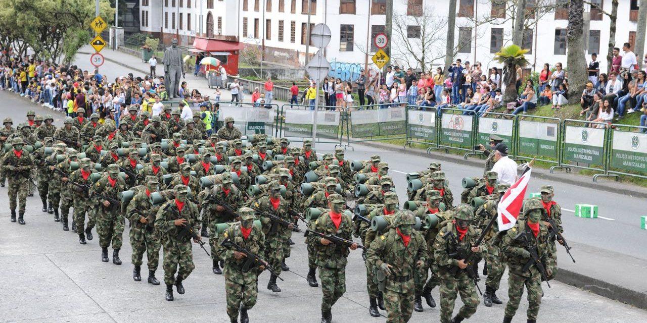 Con gratitud por los héroes caídos en su deber, honores a los símbolos patrios y al pueblo caldense, una vez más el Batallón Ayacucho conmemoró el Día de la Independencia