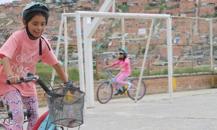 """La Fundación """"Niñas Sin Miedo"""", Dove y Edumedios se unen para romper estereotipos y empoderar a las niñas colombianas"""