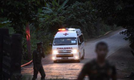 Tailandia: Cinco jóvenes permanecen en la cueva y serán evacuados el martes