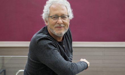Héctor Abad Faciolince visitará dos bibliotecas de Caldas