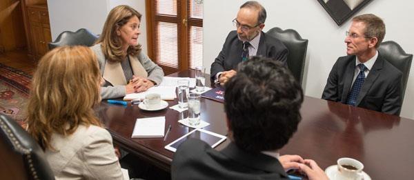 Vicepresidenta de la República se reunió con el Embajador del Reino Unido