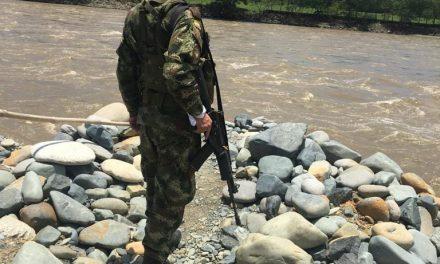 En trabajo interinstitucional, tropas del Batallón Ayacucho acompañan golpe a la minería ilegal en Caldas.