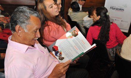 Erum y el alcalde de Manizales hacen entrega de 72 escrituras a familias que habitan los apartamentos de la UEU2 de la Avanzada