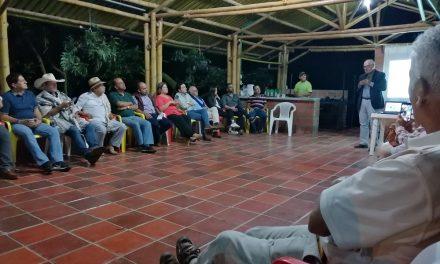 GOBERNACIÓN DE CALDAS GESTIONARÁ ANTE EL COMITÉ CIENTÍFICO DEL PROYECTO GEOPARQUE VOLCÁN DEL RUIZ LA INCLUSIÓN DE FRESNO (TOLIMA) EN EL POLÍGONO. LÍDERES COMUNITARIOS Y TURÍSTICOS DEL MUNICIPIO EXPRESARON SU INTERÉS, DURANTE REUNIÓN CON EL GOBERNADOR, GUIDO ECHEVERRI PIEDRAHÍTA