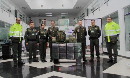 La Presidencia y Función Pública hacen entrega de incentivo educativo a la Policía Nacional, ganadora del Premio Nacional de Alta Gerencia