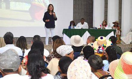 Creación de cooperativas para mujeres artesanas y articulación para la puesta en marcha de la Secretaría de la mujer en el departamento, temas abordados por la Vicepresidente en Riohacha