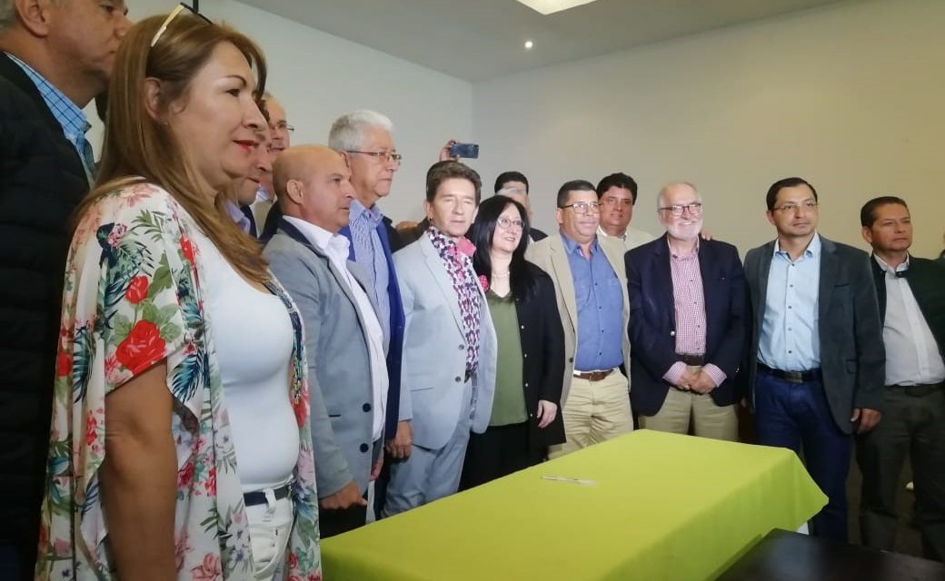 MEDIANTE FIRMA DE CONVENIO SE BUSCA DEJAR LISTOS ESTUDIOS Y DISEÑOS DEFINITIVOS DE LA PAVIMENTACIÓN DE LAS VÍAS SONSÓN – LA DORADA, CARAMANTA – SUPÍA Y JARDÍN – RIOSUCIO. EL COMPROMISO SE SELLÓ ENTRE LAS GOBERNACIONES DE CALDAS Y ANTIOQUIA CON ENTERRITORIO, LA FND Y EL INVÍAS