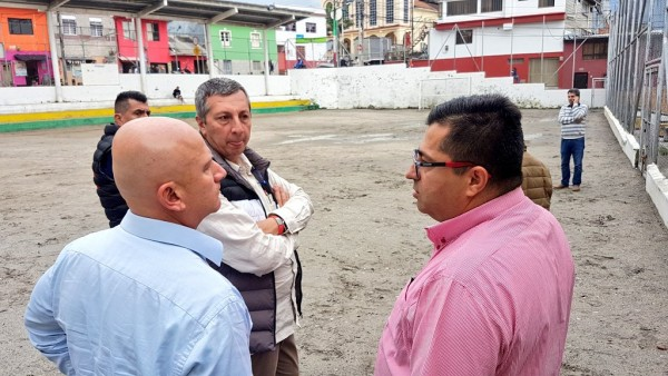 ES UN HECHO: EL BARRIO EL CARMEN DE MANIZALES TENDRÁ CANCHA SINTÉTICA DE FÚTBOL