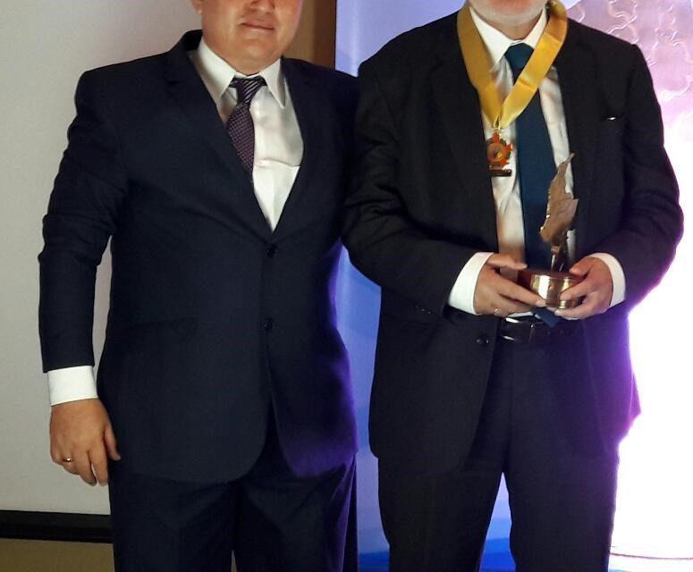 """GUIDO ECHEVERRI PIEDRAHÍTA RECIBIÓ EL PREMIO COMO GOBERNADOR SOLIDARIO E INCLUYENTE DE COLOMBIA 2019. EL RECONOCIMIENTO LO OBTUVO GRACIAS A LA POLÍTICA PÚBLICA """"CALDAS PA' TODOS"""", QUE GARANTIZA LA INCLUSIÓN SOCIAL DE PERSONAS EN SITUACIÓN DE DISCAPACIDAD"""