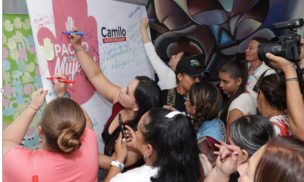 Camilo Gaviria firma pacto con las mujeres caldenses