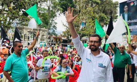 En Salamina  Luis Carlos Velásquez se comprometió con la rehabilitación de la vía a Pácora.