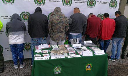 """NUEVO GOLPE A OTRA ESTRUCTURA DELINCUENCIAL DE ESTUPEFACIENTES EN LA COMUNA 5    OPERACIÓN """"IRIS"""" ENCAMINADA A RECUPERAR ESPACIOS LIBRES DE DROGAS, CERCANOS A COLEGIOS    INVESTIGADORES CAPTURAN LA TOTALIDAD DE LOS INTEGRANTES"""