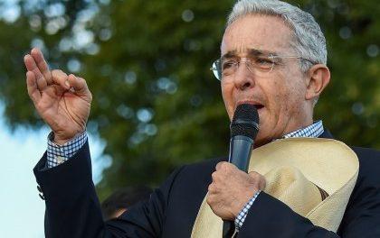 """Uribe se declara """"mortificado"""" por proyecto de su partido para tumbar fallos de Corte"""