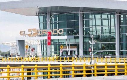 Aumentarán requisas en aeropuertos para combatir amenazas por rearme de ex-Farc