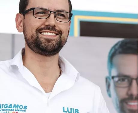 LUIS CARLOS VELASQUEZ MAS QUE UN POLÍTICO SE VOLVIÓ UN MAESTRO