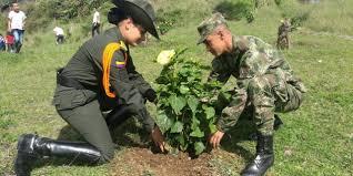 Incorpórese al Ejército Nacional, prestando su servicio militar en Caldas