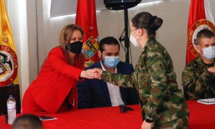 Por amor a ella, NO a la violencia contra la mujer   En Manizales  los hombres y mujeres del Batallón Ayacucho dieron la apertura a la conmemoración de la semana de la no violencia contra la mujer.
