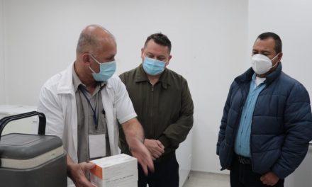 Avanza la vacunación contra la COVID 19 en Caldas, este miércoles le correspondió el turno de entrega de 204 biológicos al municipio de Chinchiná para inmunizar al personal de salud y adultos mayores